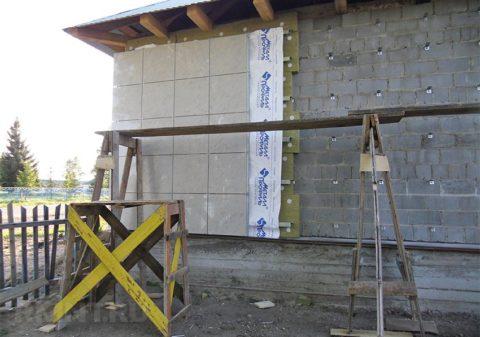 Керамзитобетонные стены защищены утепленным вентфасадом