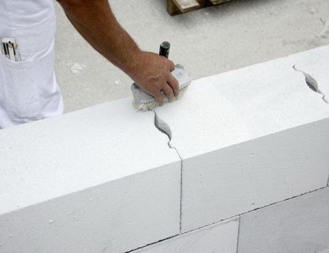 Кладка стен из газобетонных блоков.