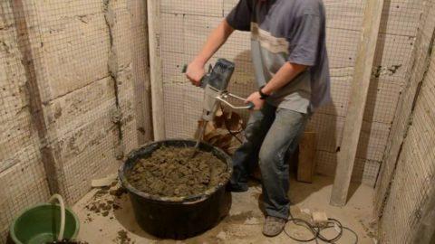 Миксер для перемешивания раствора – очень удобное приспособление