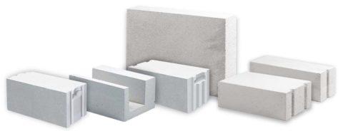 Разнообразие форм и размеров газобетонных блоков.