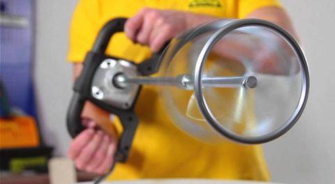 Стабилизатор автоматически регулирует скорость вращения насадки