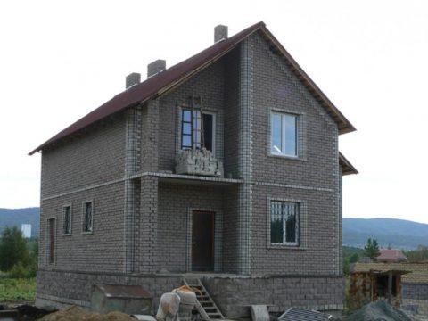 Дом из керамзитобетонных блоков с утеплением и отделкой