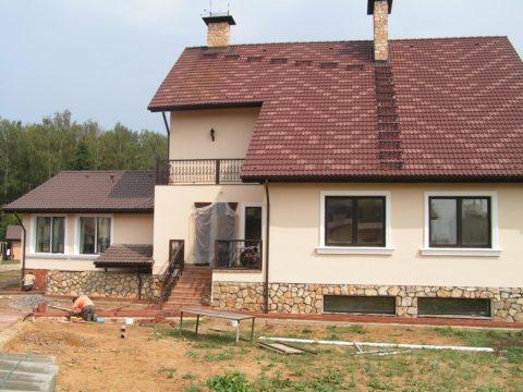 Дом из пеноблока, отделка – штукатурка и покраска