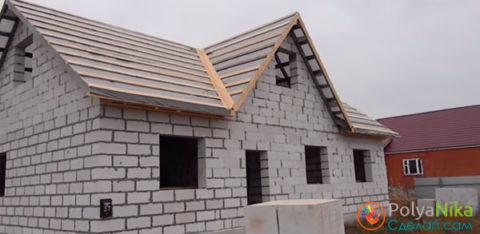 Дом с крышей из газобетона