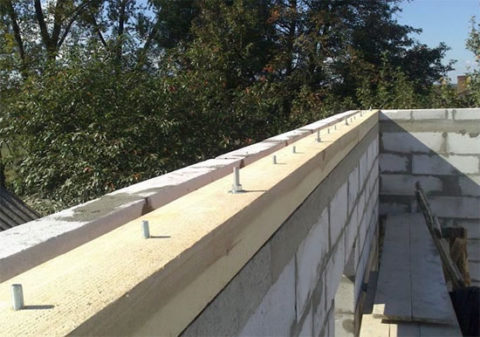 Дома из газобетона: крыша крепление мауэрлата к газобетону