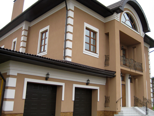 Пофарбований фасад з бетону