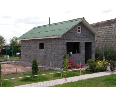 Готовая баня, построенная из керамзитобетонных блоков