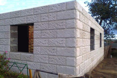 Готовые стены бани из керамзитобетона с облицовкой