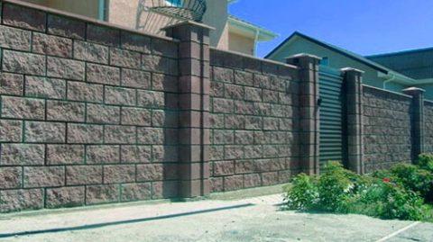 Готовый забор из блоков