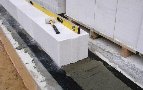 Контролируйте взаимное положение блоков с помощью длинного уровня