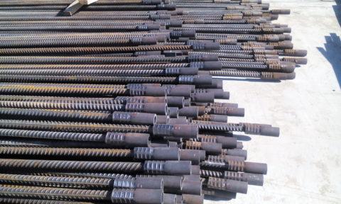 Отдельные стержни арматуры с подготовленными соединениями