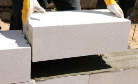 Переноска блока из газобетона