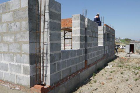 Полистиролбетонные блоки д500: возведение стен