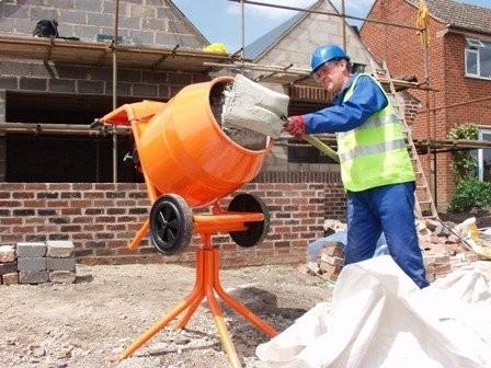Приготовление смеси в бетономешалке