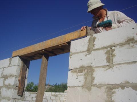 Проем в стене из пенобетонных блоков