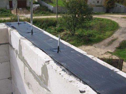 Шпилька для закрепления крыши газобетонного дома