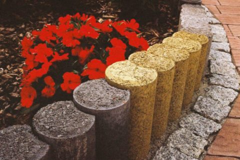 Столбики из бетона, имитирующие древесину