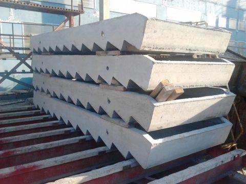 Типовой бетонный лестничный марш