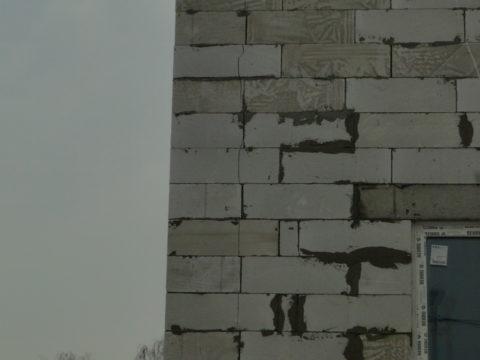 Треснули новые стены