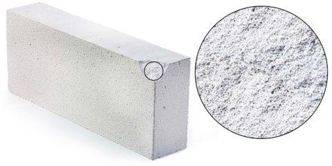 Внутренняя пористая структура газобетонного блока