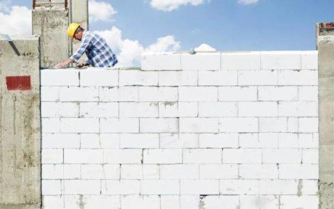 Возведение стеновой конструкции из конструкционно-теплоизоляционного газоблока