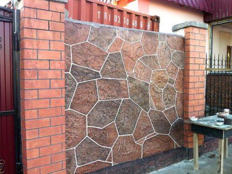 Забор, облицованный керамогранитом