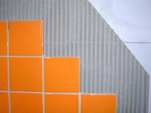 Защита газобетонных блоков плиткой из кафеля.