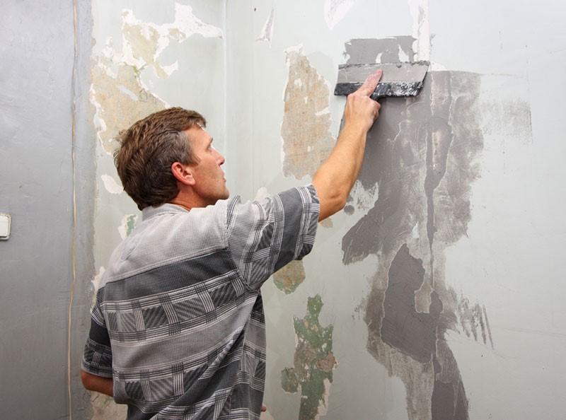 Удаление слабых слоев существующего покрытия своими руками, а также выравнивание дефектных участков