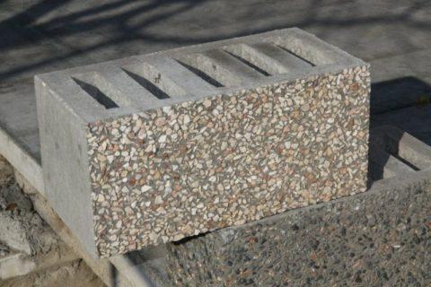 Блок с декоративной поверхностью
