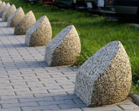Декоративные столбики для ограждения из мытого бетона