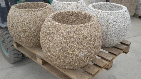 Декоративные вазоны из мытого бетона в форме шара