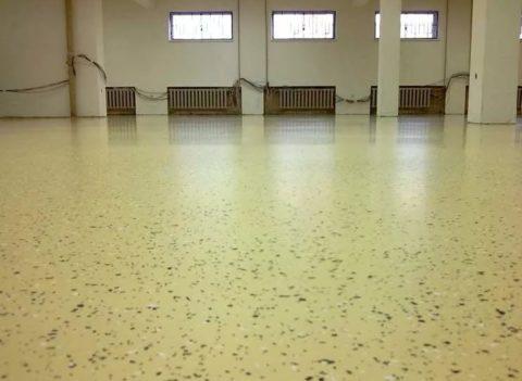 Эпоксидное полимерное покрытие для бетона с декорированием чипсами