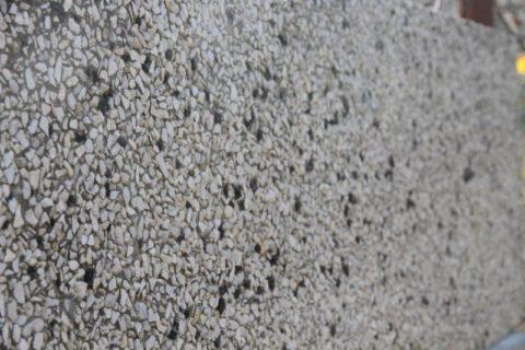 Фактура стены из мытого бетона