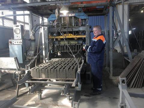 Формование блоков на станке с механическим приводом