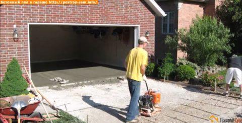 Как залить бетонный пол в гараже и площадку перед ним: утрамбовываем песчано-гравийную подушку