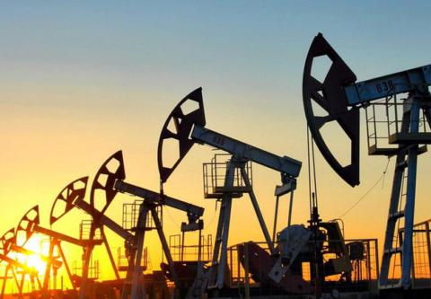 На фото – разработка нефтяного месторождения