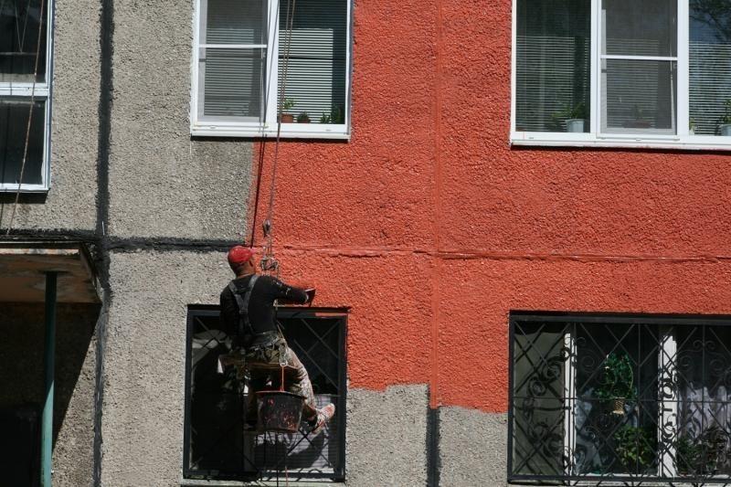 Покраска фасадов из массива дуба