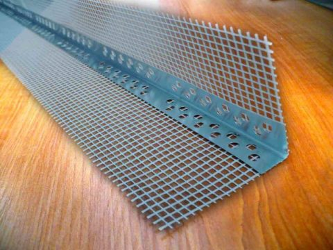 Перфорированный металлический уголок для формирования ровных углов