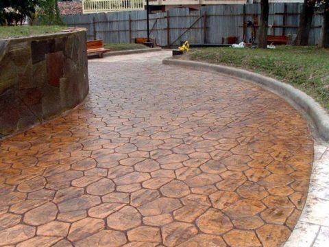 Поверхность такого вида легко сделать своими руками, используя кислотные красители для бетона