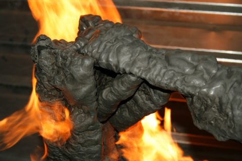 При контакте с огнем слой защитного покрытия вздувается
