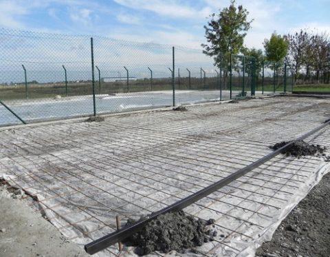 Профильная труба в качестве направляющей для правила на большой площади бетонирования