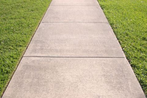 Прямая дорожка из бетона