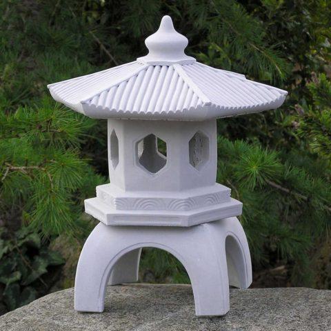 Садовый светильник из бетона