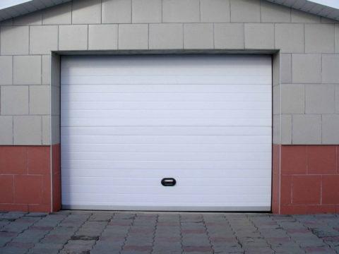Так может выглядеть бетонный гараж с облицовкой