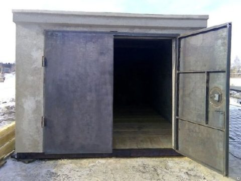 Цельный железобетонный гараж с металлическими воротами