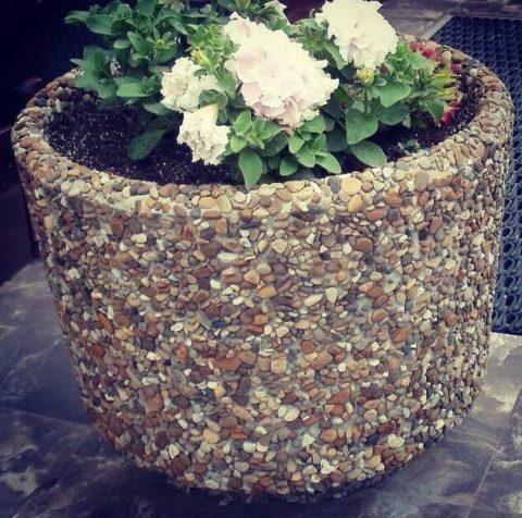 Цветник декоративный из мытого бетона