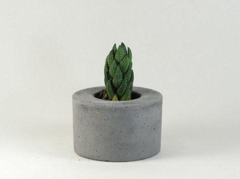 Цветочный горшок из бетона