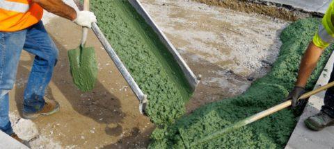 Укладка бетонной смеси зеленого цвета