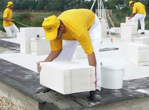 Укладка газобетонных блоков