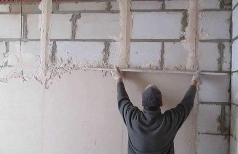 Выравнивание газобетонной стены